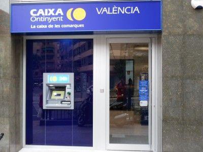 Entrada nueva oficina Primado Reig Caixa Ontinyent Valencia