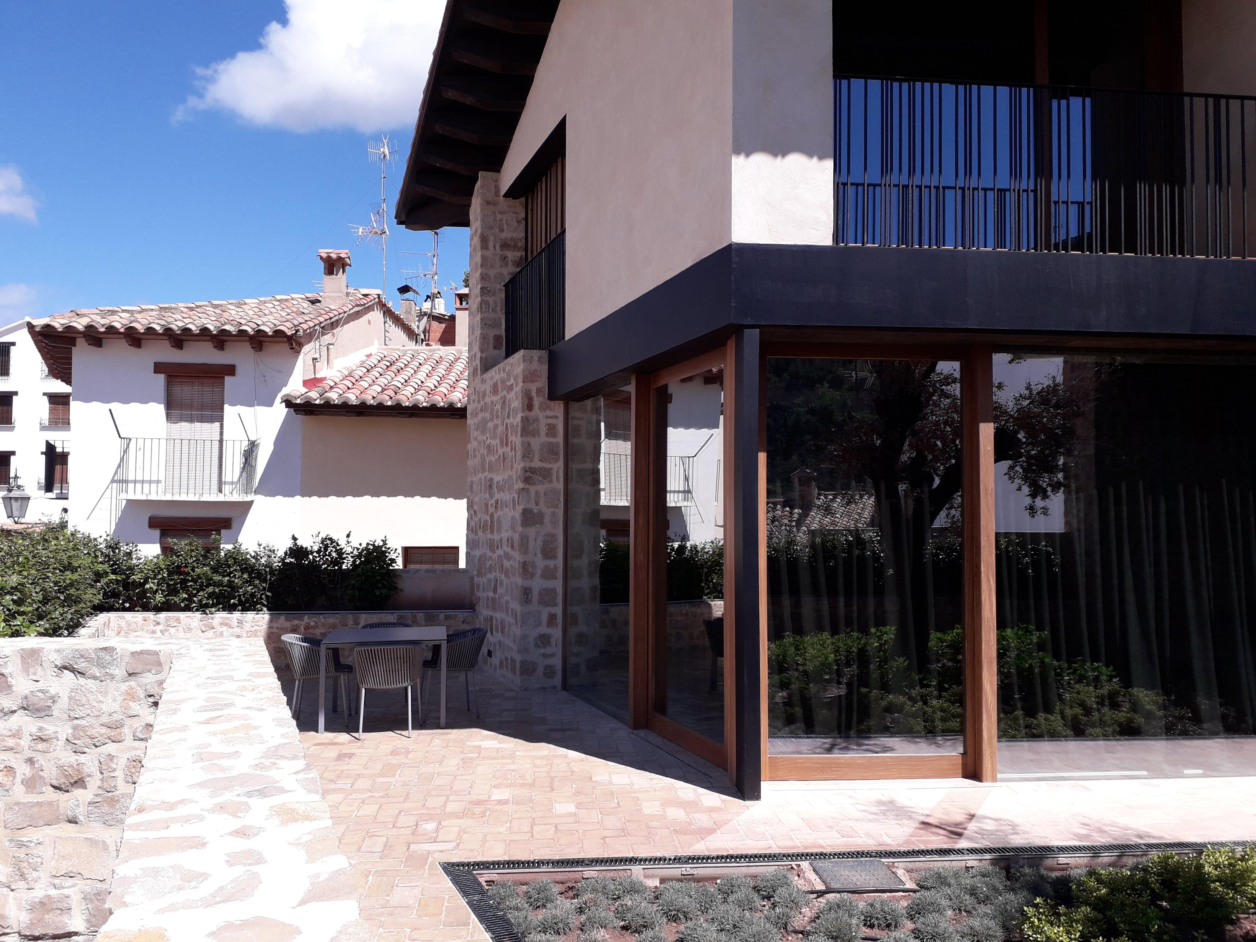 Instalación Domótica e Iluminación exterior Casa en Rubielos de Mora (Teruel)