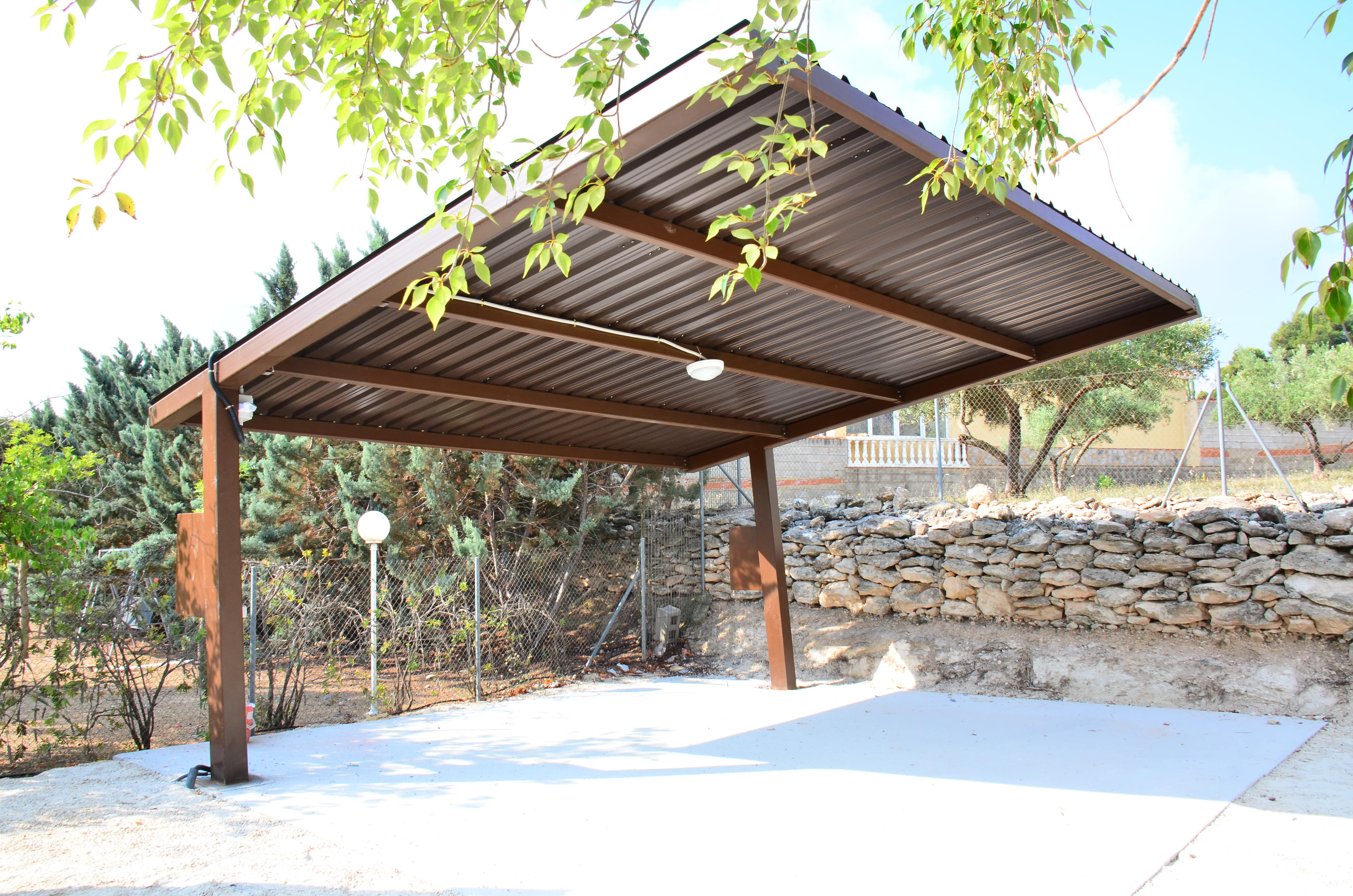 Instalación de Autoconsumo parking paneles solares